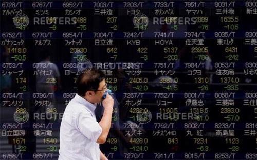 Phiên hôm nay, đà suy giảm lan từ thị trường Trung Quốc sang hầu khắp các thị trường chủ chốt của khu vực - Ảnh: Reuters.<br>