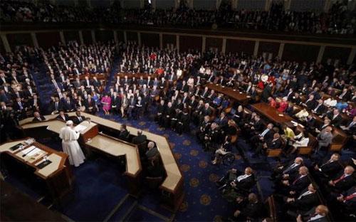 Tham dự buổi diễn thuyết của Giáo hoàng ngày 24/9 trên đồi Capitol có 500 nghị sỹ, thẩm phán và quan chức cấp cao của Mỹ - Ảnh: Reuters.<br>