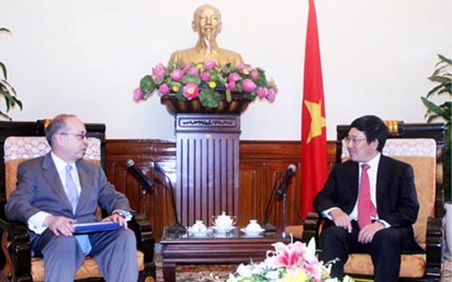 Phó thủ tướng, Bộ trưởng Bộ Ngoại giao Việt Nam Phạm Bình Minh tiếp Trợ lý Ngoại trưởng Hoa Kỳ Daniel Russel, ngày 8/5 - Ảnh: VGP/Hải Minh.