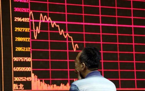 Bong bóng chứng khoán được thổi to trong suốt một năm trời đã vỡ tung chỉ  trong vòng vài tuần, và Bắc Kinh phải chật vật ngăn không cho cuộc khủng  hoảng lan rộng - Ảnh: Reuters.<br>