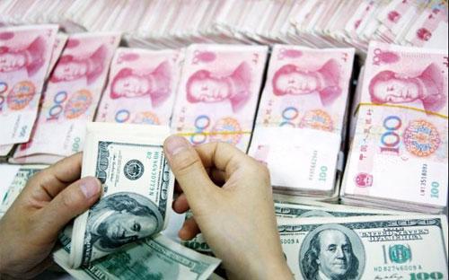 Theo giới phân tích, PBoC đang nỗ lực tìm ra điểm cân bằng giữa một bên  là giảm giá đồng tiền để hỗ trợ xuất khẩu, một bên là giữ giá đồng tiền  để ngăn sự rút lui của các dòng vốn.