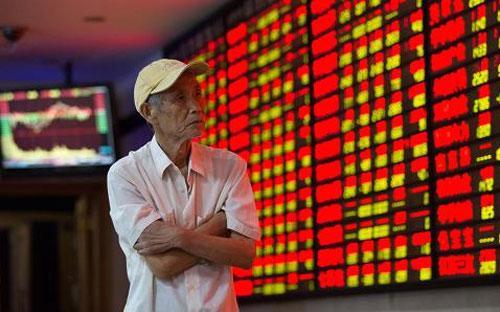 Cổ phiếu ngành ngân hàng-bảo hiểm đồng loạt tăng mạnh trong phiên hôm  nay trên thị trường chứng khoán Trung Quốc, trong đó có nhiều cổ phiếu  tăng kịch trần biên độ 10% - Ảnh: ChinaFotoPress/Getty.<br>