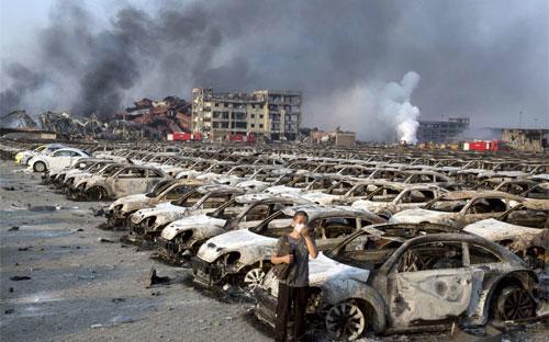 Hiện trường vụ nổ hôm 12/8 ở Thiên Tân, Trung Quốc - Ảnh: WSJ/AP.<br>