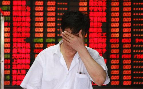 Hơn 800 cổ phiếu giảm kịch sàn biên độ 10% trong phiên giao dịch hôm nay trên sàn Thượng Hải - Ảnh: Getty/ABC.<br>