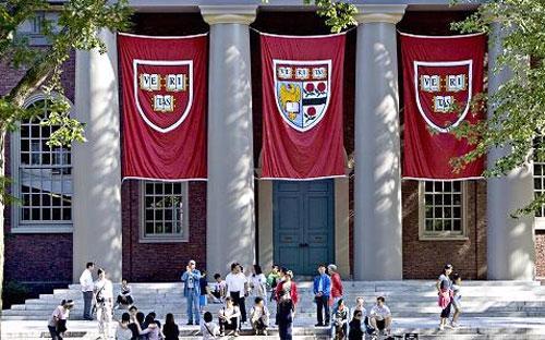 Bên trong khuôn viên của Đại học Harvard, Massachusetts, Mỹ - Ảnh: Bloomberg/Getty.<br>