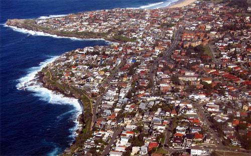 Trong bối cảnh giá nhà tăng chóng mặt khiến việc sở hữu một căn nhà vượt  quá tầm với của nhiều người Australia, Chính phủ nước này đối mặt áp  lực phải đưa giá nhà về mức phải chăng - Ảnh: Reuters.<br>
