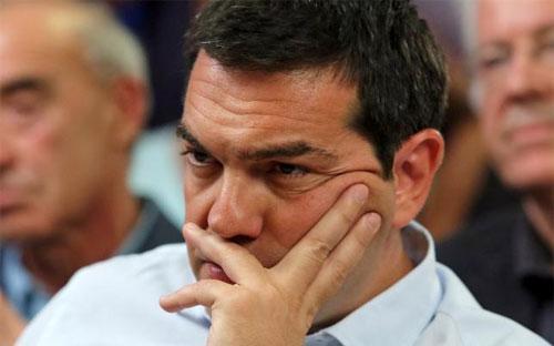 Thủ tướng Hy Lạp Alexis Tsipras trong một cuộc họp ở Athens ngày 5/8 - Ảnh: Reuters.<br>