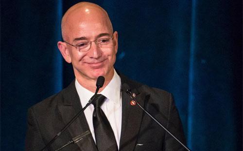 Ông Jeff Bezos, CEO hãng bán lẻ trực tuyến Amazon.<br>