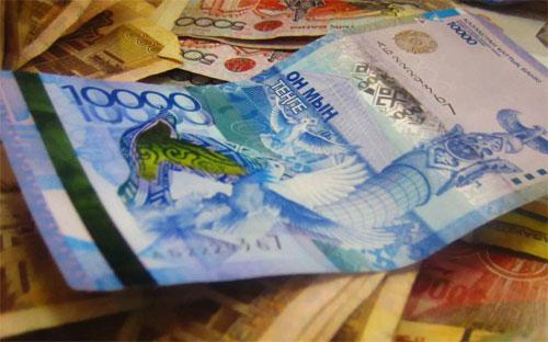 Đồng Tenge đã giảm giá xuống mức thấp chưa từng có là 256,98 Tenge đổi 1 USD.
