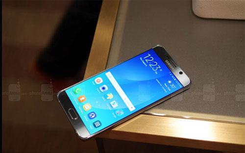 Một chiếc Samsung Galaxy S6 Edge Plus.<br>