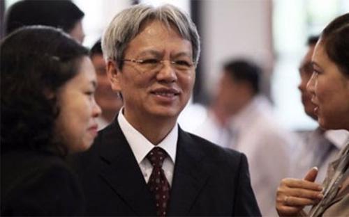 TS. Nguyễn Sỹ Dũng, Phó chủ nhiệm Văn phòng Quốc hội (giữa).<br>