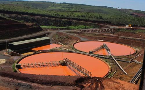 Bể lắng quặng đuôi của nhà máy alumin Tân Rai, Lâm Đồng - Ảnh: NLĐ.