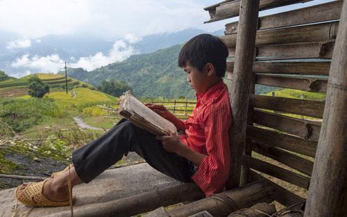 Không chỉ đến với các em nhỏ, Viettel cũng là người bạn của đồng bào nghèo vùng biên.