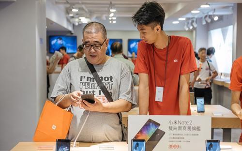 Trong quý 2, các thương hiệu Trung Quốc chiếm gần 50% doanh số smartphone toàn cầu - Ảnh: South China Morning Post.<br>