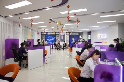 """Giải thưởng """"Ngân hàng bán lẻ tốt nhất Việt Nam 2015"""" đã thêm một lần  nữa khẳng định uy tín, chất lượng sản phẩm, dịch vụ của TPBank."""