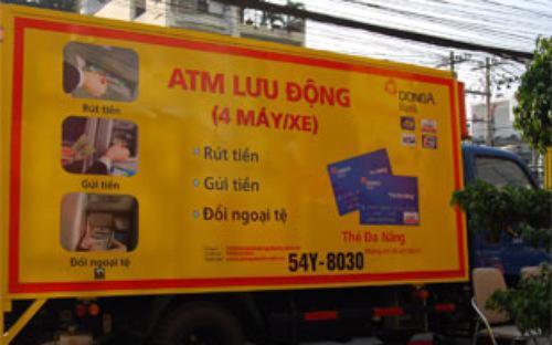 DongA Bank là ngân hàng đầu tiên được triển khai dịch vụ ATM lưu động và từng bị cảnh cáo do vi phạm quy định trong năm 2009.<br>