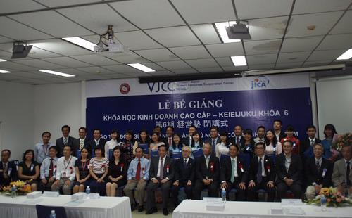 Giảng viên Keieijuku là những giảng viên người Nhật Bản có kinh nghiệm phong phú về lĩnh vực kinh doanh tại Nhật Bản, ngoài ra còn có giảng viên người Việt Nam có kinh nghiệm cố vấn kinh doanh thực tế tại Việt Nam.<br>