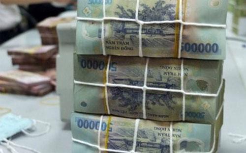 Theo báo cáo của Chính phủ, tính đến ngày 31/12/2013, dư nợ công bằng  53,3% GDP, dư nợ Chính phủ bằng 41,5% GDP, dư nợ ngoài nước bằng 37,2%  GDP.