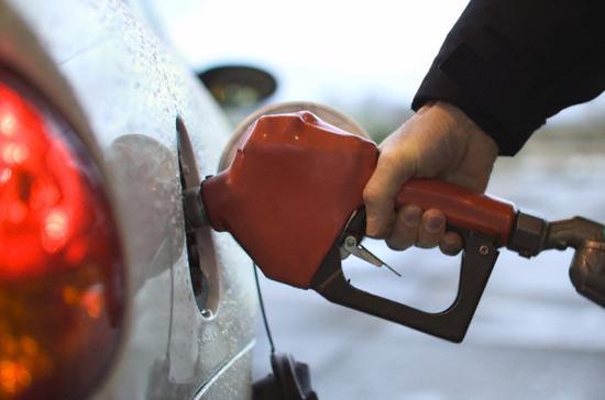 Giới đầu tư năng lượng đang lo ngại về tình trạng cung ứng dầu thô thế giới trở nên dư thừa - Ảnh: Cbr.<br>
