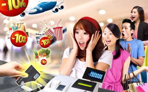 """Chủ thẻ Techcombank Visa nhận được nhiều ưu đãi từ chương trình  """"Techcombank Smile"""" như quà tặng, khuyến mãi giảm giá tại hàng trăm nhà  hàng, khách sạn, trung tâm mua sắm,..."""