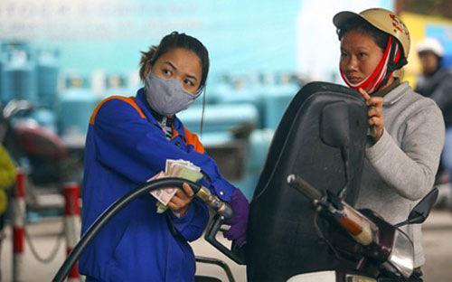 Chịu tác động mạnh nhất từ đợt giảm giá xăng, dầu, nhóm giao thông giảm giá mạnh nhất với mức giảm 4,41%.