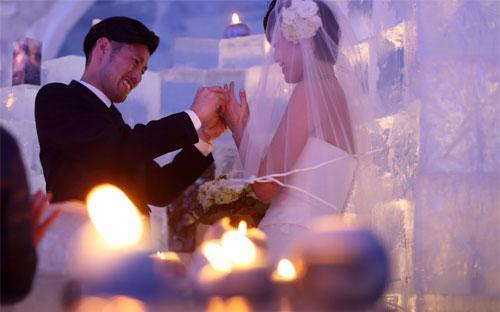 Tổ chức mỗi đám cưới ở Nhật tốn khoảng 30.000 USD - Ảnh: Bloomberg.<br>