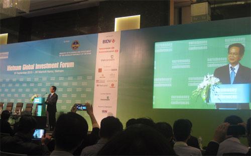 Thủ tướng Nguyễn Tấn Dũng tại Diễn đàn Đầu tư toàn cầu tại Việt Nam, diễn ra sáng 30/9 tại Hà Nội.