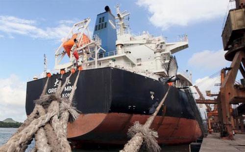 Một tàu hàng của Trung Quốc ở cảng Santos - Ảnh: Reuters.