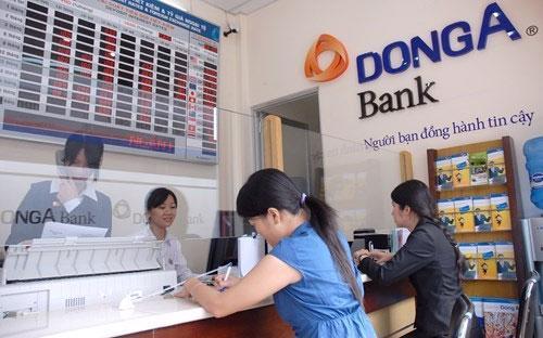 Giao dịch tại DongA Bank.<br>