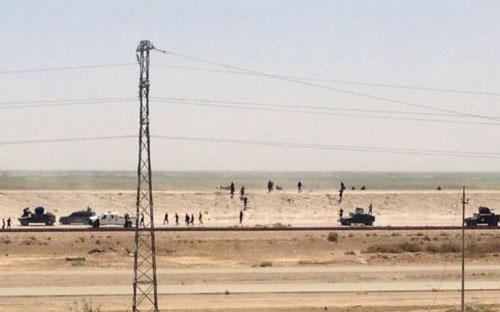 Quân đội Iraq đang tháo chạy khỏi Ramadi - Ảnh: BBC.<br>