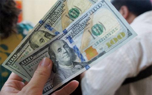 Tỷ giá có thể tạm yên trong lúc này nhưng nếu các yếu tố vĩ mô tiếp tục  tăng cường hay USD tiếp tục tăng giá thì rất có thể người dân hay những  nhà đầu cơ có thể nghĩ rằng tỷ giá sẽ biến động, và việc găm giữ hay rút  tiền VND để chuyển sang USD sẽ xảy ra.