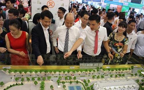 Ông Nguyễn Trần Nam, Chủ tịch Hiệp hội Bất động sản Việt Nam, nguyên Thứ trưởng Bộ xây dựng, tham quan mô hình dự án Mon City.