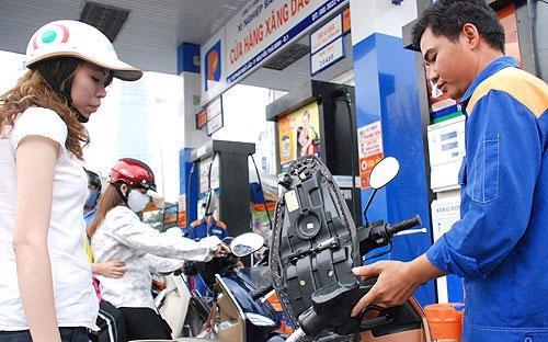 Từ đầu năm tới nay, giá xăng đã có 6 lần tăng, với tổng cộng thêm 5.840 đồng/lít so với lần tăng cuối cùng trong năm 2014.