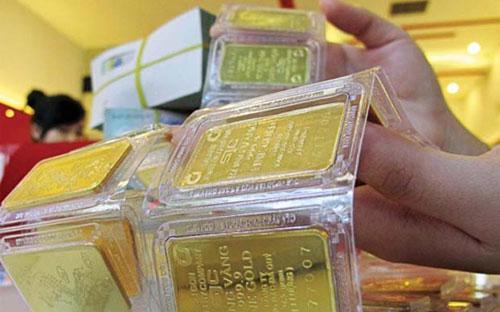 Chừng nào vấn đề sự ổn định của đồng VND vẫn chưa được khắc phục, vàng  vẫn nằm trong dân chúng, vẫn là tài sản chết không thể đi vào nền kinh  tế.