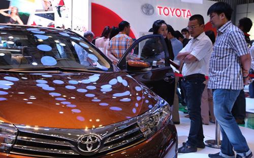 Toyota hiện đang là hãng ôtô chiếm thị phần lớn nhất tại Việt Nam. Theo  thống kê của Hiệp hội Các nhà sản xuất ôtô Việt Nam (VAMA), tổng lượng  xe bán ra trong năm 2014 của Toyota đạt 41.205 chiếc, tăng 24% so với  năm 2013.