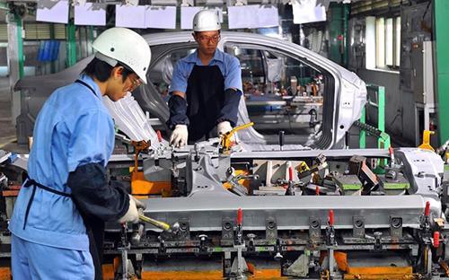 Trong khi các liên doanh đang lo lắng, trong khi ngành công nghiệp ôtô  các nước Đông Nam Á đang ngày càng phát triển qua đó gây sức ép lên các  doanh nghiệp trong nước thì các cơ chế, chính sách vẫn lùng bùng, chậm  trễ và thiếu lộ trình rõ ràng.