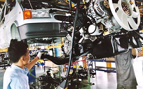 Nhiều ý kiến cho rằng, với chiến lược công nghiệp ôtô giai đoạn mới, sự  chần chừ và thiếu nhất quán như quãng thời gian 10 năm qua đối với chiến  lược công nghiệp ôtô giai đoạn trước là không được phép tồn tại - Ảnh: Việt Tuấn.