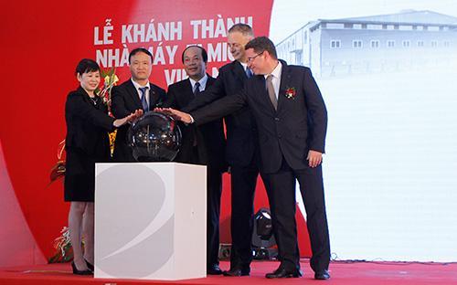 Thứ trưởng Bộ Công Thương Đỗ Thắng Hải tham gia lễ khánh thành nhà máy Elmich tại tỉnh Hà Nam.