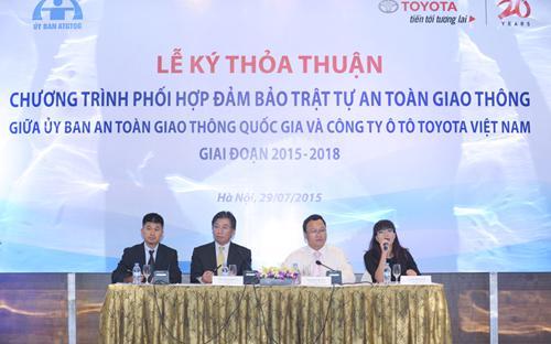 TMV và Ủy ban An toàn Giao thông Quốc gia cam kết sẽ làm hết sức mình,  phối hợp thực hiện một cách tốt nhất những nội dung đã ký kết nhằm góp  phần giảm thiểu các vụ tai nạn giao thông, đảm bảo trật tự an toàn cho  người tham gia giao thông và xây dựng môi trường giao thông Việt Nam  ngày càng an toàn và văn minh hơn.