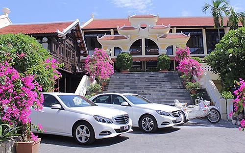 Mercedes-Benz là hãng xe hạng sang sở hữu danh mục sản phẩm đông đảo  nhất tại thị trường Việt Nanm với tổng cộng 25 phiên bản khác nhau thuộc  tất cả các dòng xe và tại tất cả các phân khúc.