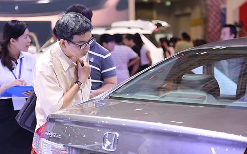 Đây đã là tháng thứ 18 liên tiếp sản lượng bán hàng ôtô của toàn ngành tăng mạnh so với cùng kỳ năm ngoái.<br>