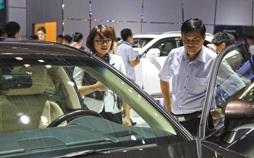 Thay vì chuyển sang tính thuế tiêu thụ đặc biệt trên giá linh kiện đối với xe CKD như đề xuất của nhiều doanh nghiệp ôtô trong nước thì  Bộ Tài chính lại thay đổi với xe CBU.