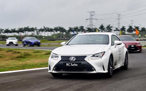 """RC Turbo có nhiều nét tương đồng về ngoại thất với các """"anh em"""" Lexus  khác khi mang trên mình phong cách thiết kế mới của thương hiệu hạng  sang Nhật Bản."""