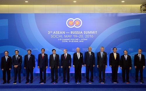 Các nhà lãnh đạo dự hội nghị cấp cao ASEAN-Nga - Ảnh: VGP.