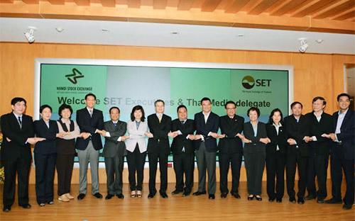 Đại diện SET và HNX tại buổi giao lưu với các đại diện truyền thông Thái Lan.