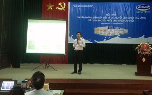 Ông Mai Thanh Việt, Giám đốc Marketing ngành hàng sữa bột (Vinamilk) chia sẻ những thông tin hữu ích của các sản phẩm dinh dưỡng dành cho người cao tuổi.