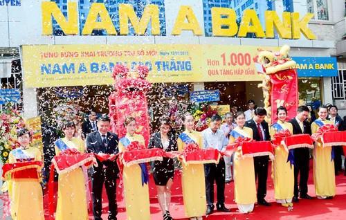 Nhân dịp này, Nam A Bank Cao Thắng dành tặng hơn 1000 phần quà hấp dẫn  cho các khách hàng đến giao dịch đầu tiên cùng nhiều dịch vụ ưu đãi  khác.