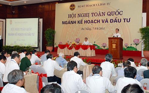 Thủ tướng Nguyễn Tấn Dũng nhấn mạnh: không còn cách nào khác là chúng ta phải tăng đầu tư toàn xã hội thông qua huy động mọi nguồn lực đầu tư ngoài nhà nước.