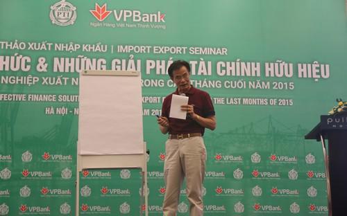 Chuyên gia kinh tế Lê Xuân Nghĩa chia sẻ với doanh nghiệp tại hội thảo.