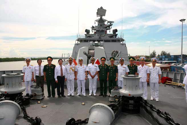 Nhiều đoàn đại biểu của các cơ quan và nhân dân thành phố Hải Phòng sẽ lên thăm tàu hải quân Ấn Độ.